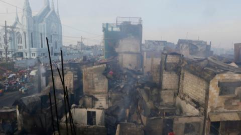 Manila's port,15,000 residents lose homes,Manila,Lose homes in shantytown fire,