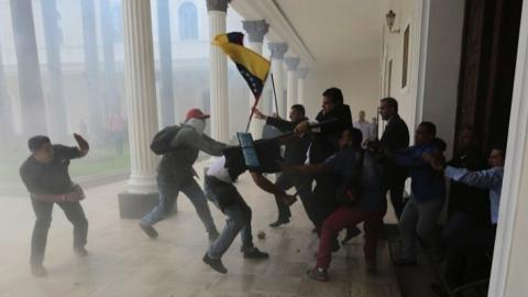 protests and looting in westernVenezuela