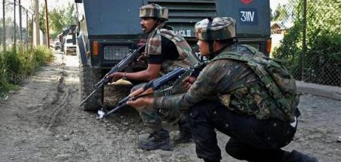 Militants target Army convoy in Kashmir