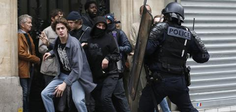 Most Shocking Moments of French Police Clashing With Protesters in Paris