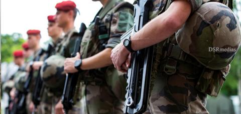 Counter-terrorism Operation Sentinelle,French soldiers robbed ,French soldiers robbed of assault rifles,McDonald's parking lot ,