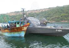 Poaching vessels to face heavy fines , Poaching vessels  ,Sri Lankan waters,vessels poaching in Sri Lankan waters , Foreign Fisheries Vessels Act ,Fisheries and Aquatic Resources Act,