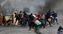 Palestinians Continue Mass Protests